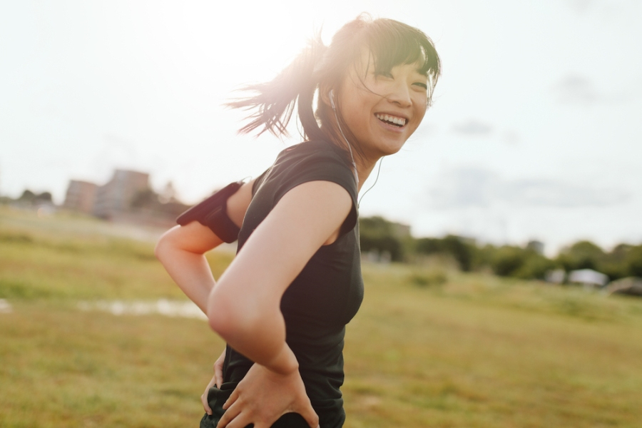 How Walking Improves Happiness and Energy (+8 Mood Boosts)