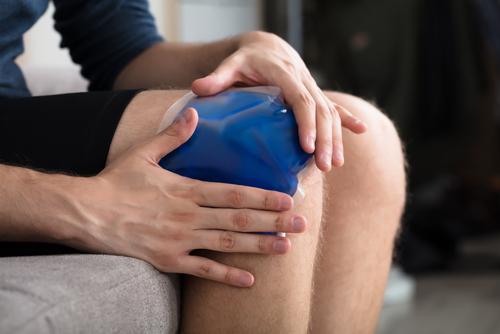 Ice pack on sore knee
